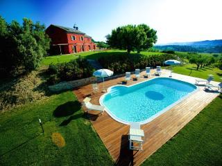 villa con piscina e puttin green a min.15 dal mare - Monte Porzio vacation rentals