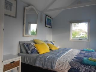 Perfect 1 bedroom Bungalow in Freshwater - Freshwater vacation rentals