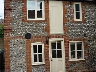 Baby Fisherman's Flint Holiday Cottage, Sheringham - Sheringham vacation rentals