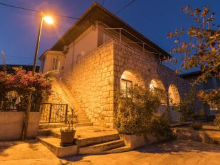 New apartment in the center of Komiža (4+2) - Komiza vacation rentals