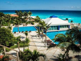 Breathtaking Ocean View on the Beach in Hotel Zone - Cancun vacation rentals