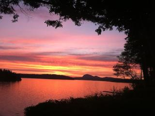 House on the Sound, with stunning sunsets - La Conner vacation rentals