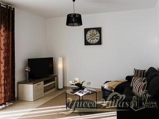 YUCCA VILLA-3 W/PRIVATE POOL, 3BD+1, 2,5BTH+1T - Playa de Fanabe vacation rentals