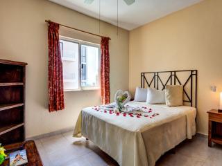 Spacious Apartment 205 Rinconada del Sol - Playa del Carmen vacation rentals