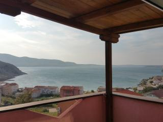 Studio for 3 people with beautiful balcony seaview - Metajna vacation rentals