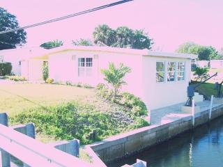 Canal front home in quiet Bradenton neighborhood - Bradenton vacation rentals