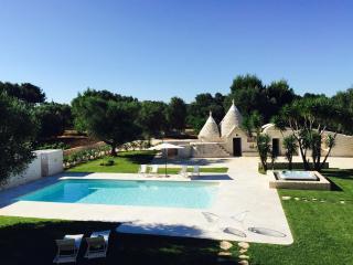 553 Villa di Lusso con Piscina - San Michele Salentino vacation rentals