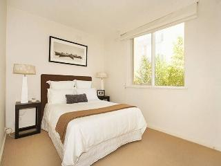 Inner City, Free Phone & Internet - Melbourne vacation rentals