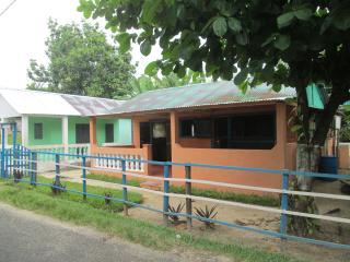 Location maison dans village à 3km de l'aéroport - Ile Sainte-Marie (Nosy Boraha) vacation rentals