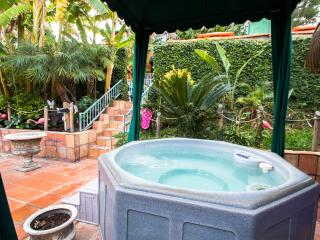 The Bungalow in resort setting ~ pool, spa, BBQ, - Los Angeles vacation rentals