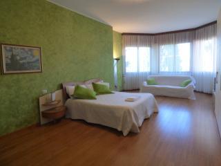 """Villa Milano Laghi """"Il Giardino Fiorito"""" - Boffalora sopra Ticino vacation rentals"""