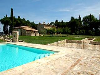 Detached 4 bedrooms house with private pool near Todi. Fenced pool area. Wi-fi - Gaglietole vacation rentals