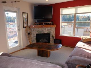 Corner Unit 2 Bed/2 Bath Upgraded Condo - Silver Star Mountain vacation rentals