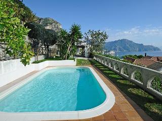Villa Sofia  con grande Terrazzo ,giardino piscina - Vettica di Amalfi vacation rentals