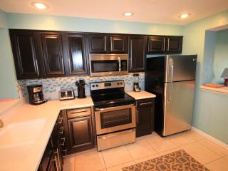 Close to pool! Updated unit.  Great Fall Rates from $100 - Destin vacation rentals