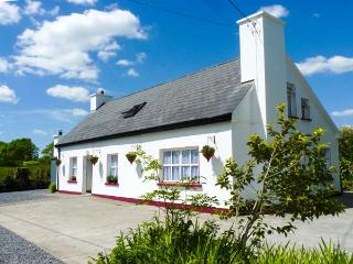 JULIE'S COTTAGE detached, WiFi, dog-friendly, good touring location in Castleisland Ref 925755 - Ballybunion, County Kerry vacation rentals