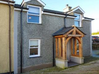 BODFAN PENIEL, end-terrace, private garden, pet-friendly, WiFi, Moelfre, Ref - Moelfre vacation rentals