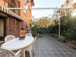 PRECIOSA VIVIENDA CON JARDIN PRIVADO para familias - Madrid vacation rentals