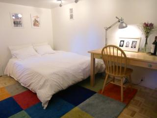 Cozy Bedroom w/ ensuite Full Bath in Downtown Mill - Mill Valley vacation rentals