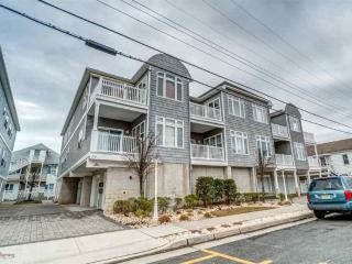 Convention Center 2car,2bath,1.5bks2beach,sleeps12 - Wildwood vacation rentals