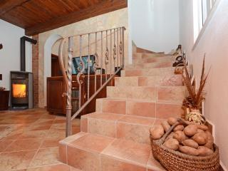 4 bedroom House with Television in Prizba - Prizba vacation rentals