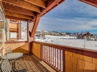 On the slopes condo with year-round pool, hot tubs & more! - Steamboat Springs vacation rentals