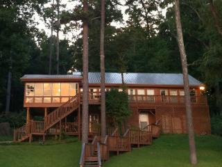 Robinson's Roost on Guntersville Lake, Alabama USA - Scottsboro vacation rentals