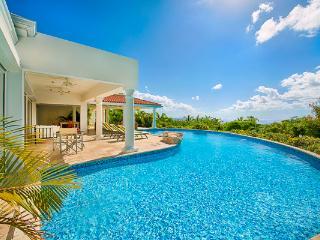 Sea views, large pool and spacious gazebo. C LUN - Terres Basses vacation rentals