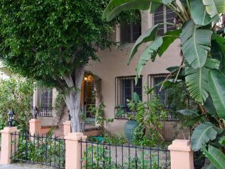 Fabulous Melrose 2 Bedroom with Parking - West Hollywood vacation rentals