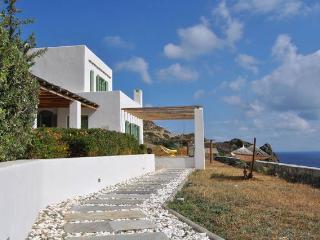 Bravo's Hill Residence (Mantrakia) - Triovassalos vacation rentals