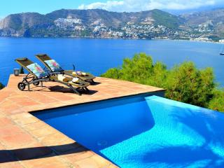 Villa Preciosa - Amazing 4 bed villa with bay view - La Herradura vacation rentals