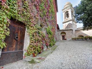 San Galgano Frosini Apartment - Bookwedo - Chiusdino vacation rentals