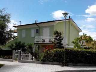 Appartamento in Villetta con Giardino 150 mt Mare - Numana vacation rentals