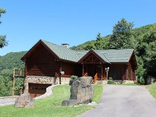 Custom Cabin at 4000 ft w/Panoramic Views, WiFi,  &Pool Table! - West Jefferson vacation rentals