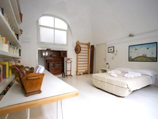 The room A in Santa Maria Nuova convent - Florence vacation rentals