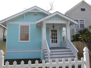 Cozy House with Internet Access and Dishwasher - Galveston vacation rentals