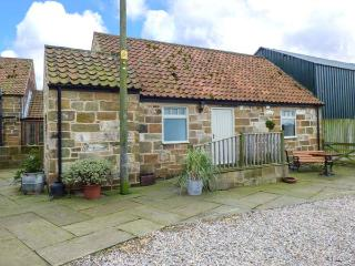 CLIFF COTTAGE, pet-friendly, character holiday cottage, with a garden in Great Ayton, Ref. 917835 - Great Ayton vacation rentals