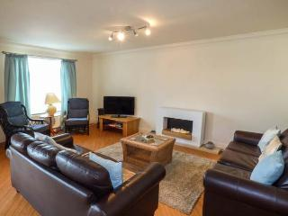 LINKSWAY, first floor apartment, en-suite, WiFi, shared games room and gym, pet-friendly, in Morfa Nefyn, Ref 927917 - Morfa Nefyn vacation rentals
