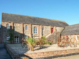 LUNDY VIEW THE GRANARY, sea views, en-suite, pet-friendly, Clovelly, Ref 930431 - Clovelly vacation rentals