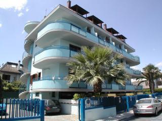 BILOCALE A DUE PASSI DAL MARE - Porto d'Ascoli vacation rentals