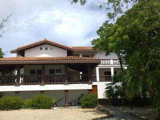 Luxury Home, Water Front, Jacuzzi, Pool, Beach. - Roatan vacation rentals