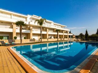 Beautiful Apartment Near Olhos De Água Beach - Olhos de Agua vacation rentals