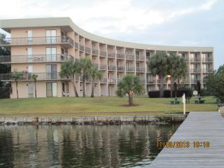Pirate's Bay Waterfront Studio Unit - Fort Walton Beach vacation rentals