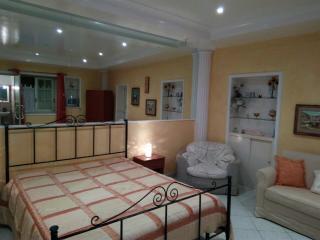 Delizioso appartamento a pochi passi dal Lungomare - San Leone vacation rentals