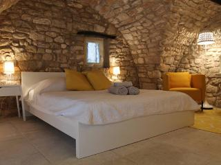 Charming independent bedroom 18th - Bonnieux vacation rentals
