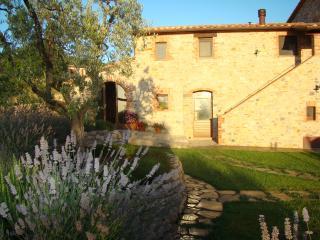 AGRITURISMO VALIANA - Appartamento Il Timo - Montegabbione vacation rentals