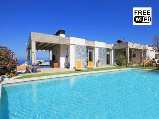 Family villa for holidays with private pool - L'Escala vacation rentals
