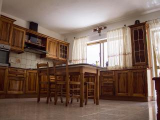 Cozy 2 bedroom Apartment in Mellieha with Internet Access - Mellieha vacation rentals
