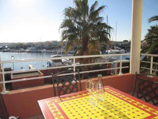 Stylish 1 Bed Apart + Pool + Port Views Cap d'Agde - Cap-d'Agde vacation rentals