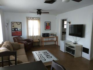 1 Bed/1 Bath Unit near Refkin/Double Tree - Tucson vacation rentals